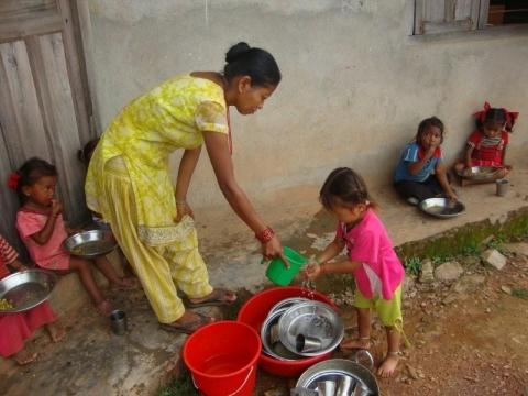 Nieuwe verf, solarsysteem en docententraining voor Kamalabari!